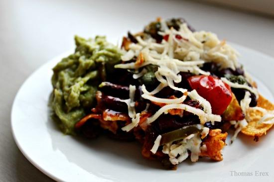 nachos med vegansk ost og avocado