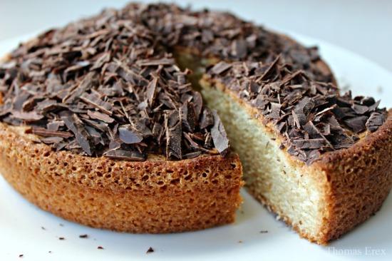 Vegansk sandkage med chokoladepynt - uden æg, mælk og smør