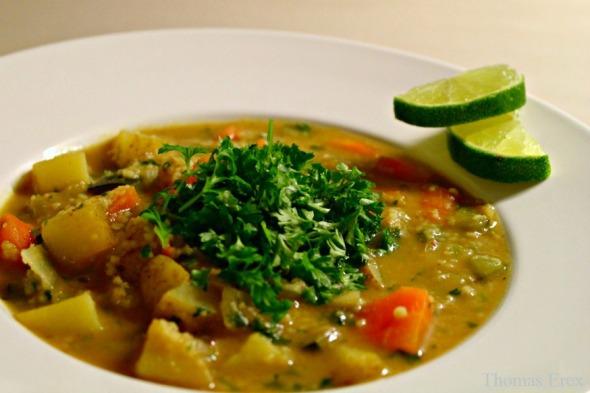 vegansk karrysuppe med kartofler couscous