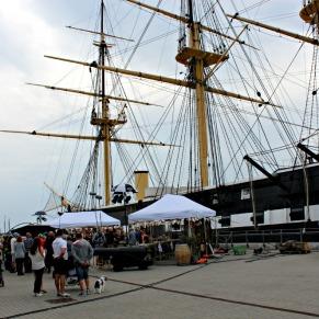 Optagelserne fandt sted i smukke Ebeltoft ved verdens største træskib, Fregatten Jylland.