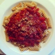 """Den bedste veganese, jeg har lavet længe! Med """"parmesan""""drys af ristede solsikkekerner, valnødder, salt og gærflager. https://thomaserex.wordpress.com/2012/09/11/spaghetti-veganese/"""