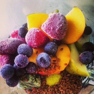 Nu er det frugt, om lidt er det smoothie - husk omega3 fra hørfrø :)