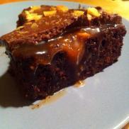 Snickerskage med karamel.