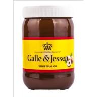 Galle & Jessens chokoladesmørepålæg er for nylig blevet vegansk. Vær opmærksom på, at der stadig kan være produkter på hylderne fra den gamle produktion med mælk i.