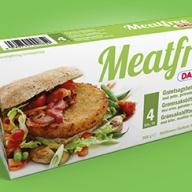 Meat Free-bøffer til din burger fra Daloon. Vær opmærksom på, at den anden (orange) udgave ikke er vegansk. De kan findes i fx SuperBrugsen og Kvickly.