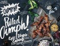 Oumph kan du finde på frost i Føtex. Der er flere udgaver, bl.a. pulled Oumph og kebab.