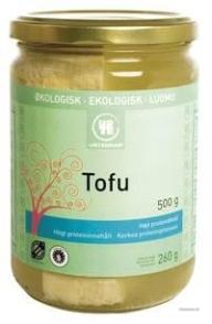 Den mest udbredte tofu i Danmark er fra Urtekram. Fast tofu kan fx smuldres mellem lagene i en lasagne eller marineres og steges.