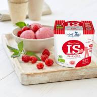 Is med hindbær fra Naturli'.