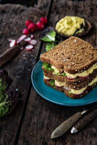 Sandwich med ægtesalat.